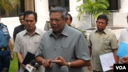Presiden Susilo Bambang Yudhoyono berbicara pada wartawan. (VOA/Andylala Waluyo)