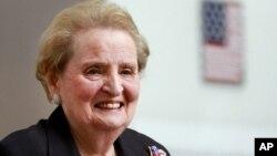 အေမရိကန္ႏိုင္ငံျခားေရး၀န္ႀကီးေဟာင္း Madeleine Albright (ေမလ ၂၄ ရက္၊ ၂၀၁၂)