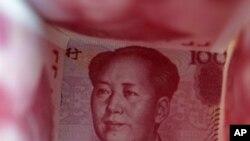 """""""为人民币服务""""正在撼动长城。图为百元人民币资料照。"""