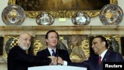 4일 영국 런던에서 하미드 카르자이 아프간 대통령(왼쪽), 데이비드 캐머런 영국 총리(가운데), 아시프 알리 자르다리 파키스탄 대통령(오른쪽).