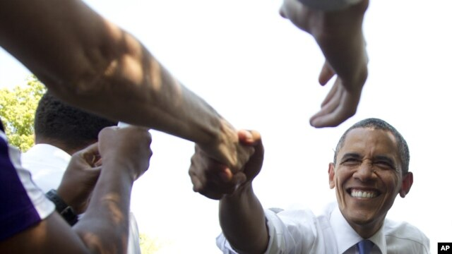 Tổng thống Obama bắt tay cử tri tại Columbus, Ohio