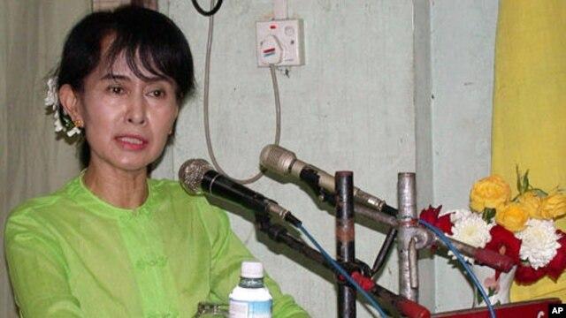 Lãnh tụ đối lập Aung San Suu Kyi đặt mục tiêu chấn hưng giáo dục làm ưu tiên hàng đầu kể từ khi bà trở thành đại biểu quốc hội