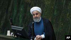 Presiden Iran Hassan Rouhani saat memberikan sambutan di hadapan anggota para anggota parlemen di Teheran, Iran, 29 Oktober 2017. (Foto: dok).
