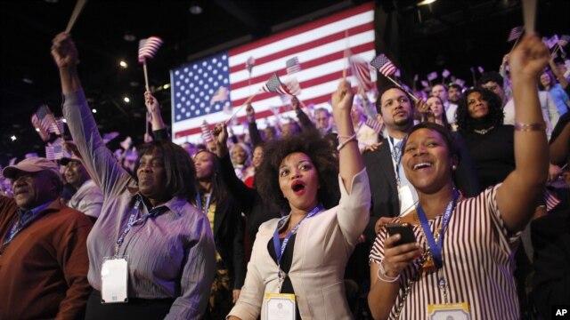 """Thắng lợi của Tổng thống Obama phần lớn là nhờ một """"liên minh"""" gồm phụ nữ, thiểu số, và giới trẻ, ba thành phần đã từng giúp ông cách nay 4 năm."""