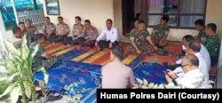 Suasana di rumah duka Lettu Inf Erizal Zuhri Sidabutar di Asrama Polres Dairi, Sumatera Utara, Rabu, 18 Desember 2019. (Foto: Humas Polres Dairi)