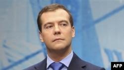 Tổng thống Nga Dmitry Medvedev ca ngợi Tổng thống Hoa Kỳ Barack Obama là người 'giữ đúng các lời hứa'