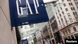 坐落在纽约第五大道上的美国休闲风服饰公司Gap的一家商店 (资料照片)
