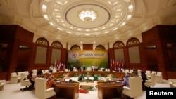 4月23日﹐工作人員為即將在汶萊舉行的東盟國家首腦會議做準備。