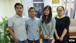 從左到右:張同學,鍾同學,台灣陳同學,烏魯木齊的李同學。(美國之音白樺拍攝 )