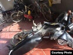 Xe cộ, tài sản của người dân ở Văn Thai bị côn đồ phá hỏng.
