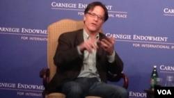 华盛顿卡内基国际和平基金会资深研究员佩蒂斯(美国之音莉雅拍摄)