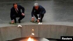 Fransa Cumhurbaşkanı François Hollande ile Ermenistan Cumhurbaşkanı Serj Serkisyan soykırım anıtını ziyaret etti.