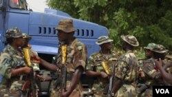 Militer Nigeria terus memburu para militan yang menolak amnesti pemerintah.
