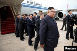 金正恩2018年6月10日乘坐中国国际国际航空公司的波音-747喷气式客机抵达新加坡。