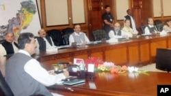 مشترکہ مفاد کونسل کے اجلاس میں وزیراعظم گیلانی اور چاروں صوبائی وزرائے اعلیٰ کے علاوہ متعلقہ حکام بھی شریک ہوئے