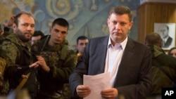 2014年11月2日,乌克兰亲俄反叛势力新任领导人亚历山大•扎哈尔琴科在乌克兰东部城市顿涅茨克投票站投票。