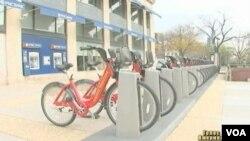 Program 'bikeshare' menyediakan sepeda-sepeda sewaan di berbagai tempat strategis di kota Washington DC (foto: dok).