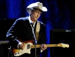 As canções de Bob Dylan são poesia, diz o escritor cabo verdiano Filinto Correia e Silva - 16:37