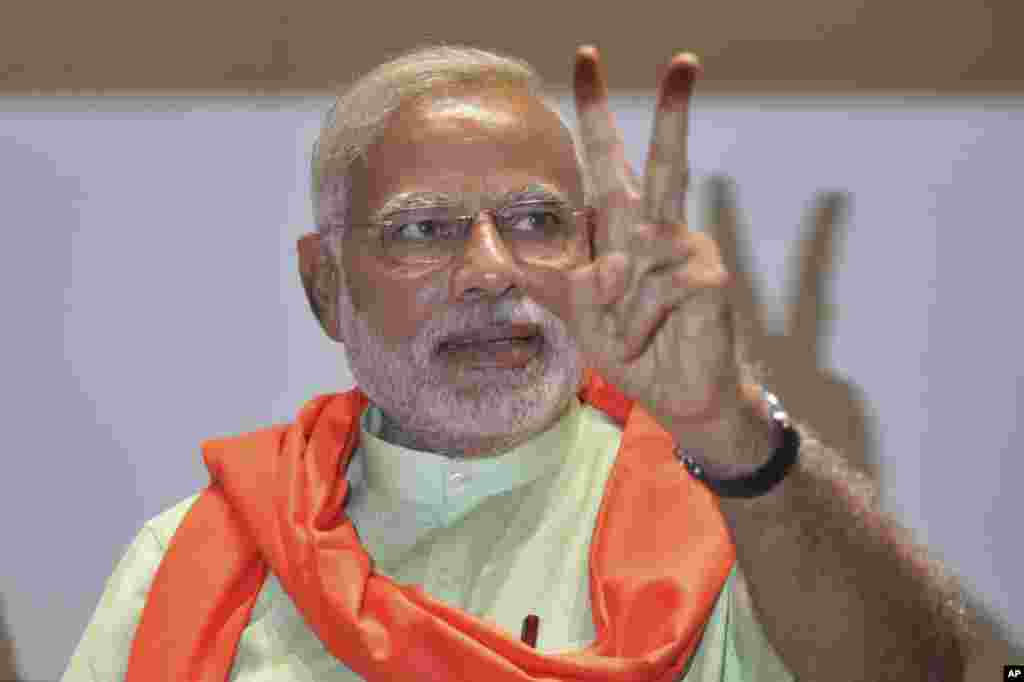 Gujarat state chief minister and the prime ministerial candidate of India's main opposition Bharatiya Janata Party (BJP), Narendra Modi, flashes victory sign in Gandhinagar, May 13, 2014.