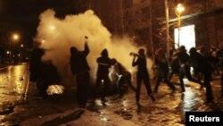 Sinh viên Chile biểu tình trong thủ đô Santiago, yêu cầu sửa đổi hệ thống giáo dục công, xô xát với cảnh sát