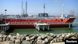 Российский танкер в иранском порту