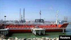 یک سوپر نفتکش روسی در ترمینال نفتی نکا، در شمال ایران - آرشیو