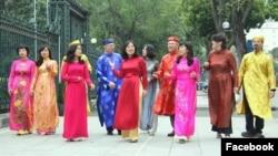 Đại sứ quán Canada ở Hà Nội gởi 'Món quà Tết đặc biệt dành tặng cho những người bạn Việt Nam' qua video bài 'Phút giao thừa lặng lẽ'.