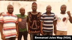 Quelques jeunes militants du MRC libérés après six mois de détention provisoire en prison à Yaoundé, Cameroun, le 15 juillet 2019. (VOA/Emmanuel Jules Ntap)