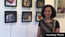 Pelukis Dian Paramita di Amerika dan hasil karya lukisannya (Dok: VOA)