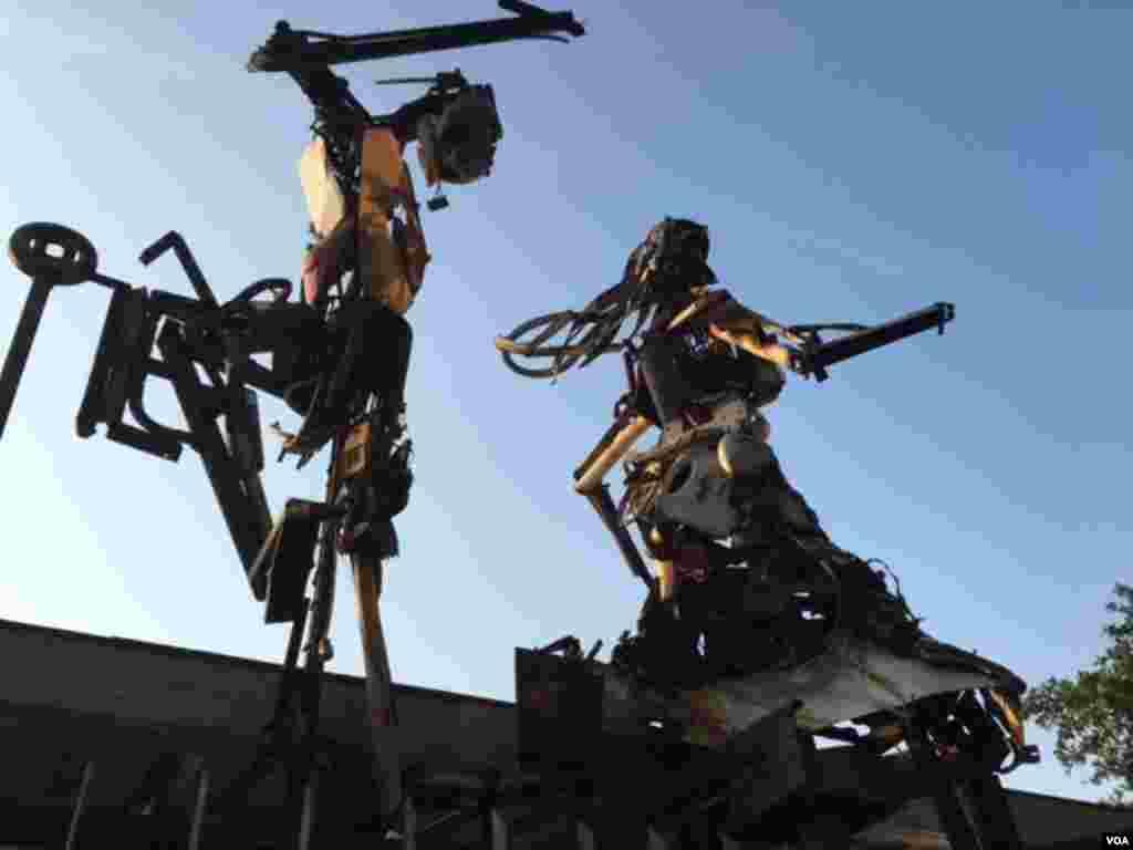مجسمه های آدم آهنی در سانتا ترسا در ریو.