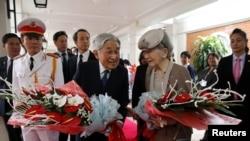 Nhật Hoàng Akihito và phu nhân trong chuyến thăm Việt Nam hồi tháng Ba.