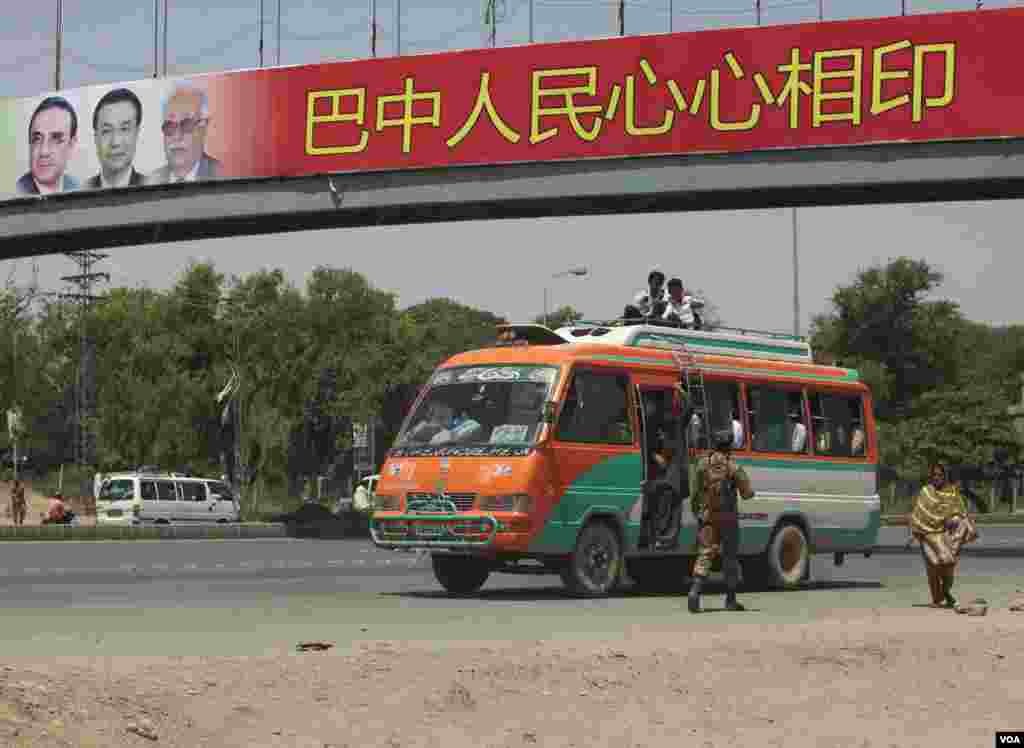 A soldier walks near a bus as he helps to secure the area and clear the roads before the motorcade of Chinese Premier Li Keqiang passes by in Islamabad May 22, 2013.