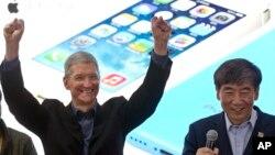 Тім Кук очолив Apple після смерті Стіва Джобса