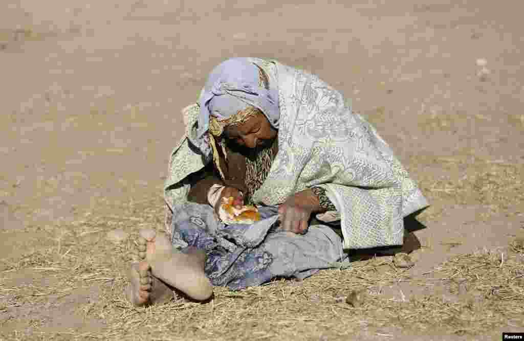 عالمی ادراہ خوراک کی سربراہ ولیری آموس نے کہا ہے کہ شام میں لاکھوں لوگوں کو خوراک اور ادویات کی کمی کا سامنا ہے۔