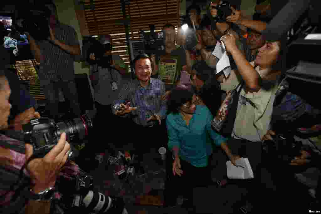 Former education minister Chaturon Chaisang, who had refused to turn himself in to the military after being summoned, reacts as soldiers enter the Foreign Correspondents' Club of Thailand in Bangkok, May 27, 2014.