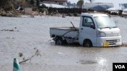 Bencana gempa bumi yang memicu tsunami menghantam Jepang, 11 Maret 2011 (Foto: dok).