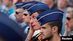 Pripadnica policije u Liježu tokom minuta ćutanja za žrtve napada u utorak, Belgija 30. maj 2018.