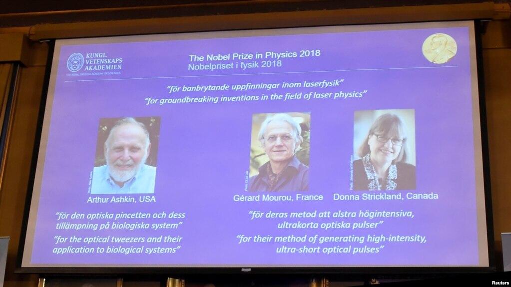 Los laureados con el Premio Nobel de Física 2018 Arthur Ashin de EE.UU., Gerard Mourou de Francia y Donna Strickland de Canadá.