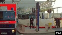 Barreras de cemento fueron instaladas para proteger el área por donde circulan los autobuses con tropas estadounidenses en Alemania.