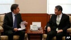 지난해 2월 한국을 방문한 토니 블링큰 미 국무부 부장관(왼쪽)이 서울 외교부 청사에서 조태용 당시 외교부 차관과 회담했다. (자료사진)