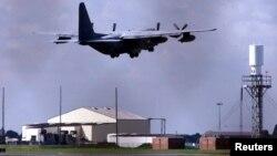 Pesawat transport militer AS 'Hurricane' lepas landas dari pangkalan Angkatan Udara Mildenhall Royal di Suffolk, Inggris (foto: ilustrasi).