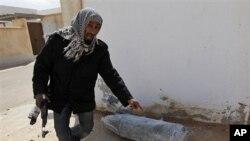 가다피 친위세력이 투하한 불발 폭탄