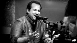 """আজকের বিশ্ব সঙ্গীতঃ রাহাত ফাতেহ্ আলি খানের """"ও রে পিয়া""""..."""