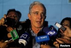 ອະດີດປະທານາທິບໍດີໂຄລອມເບຍ ທ່ານ Uribe ກ່າວຕໍ່ສື່ມວນຊົນ