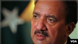 Mendagri Pakistan Rehman Malik mensyaratkan kelompok militan harus meletakkan senjata sebelum bisa melakukan perundingan damai.