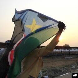 Une Sud-Soudanaise se rendant au mausolée de John Garang à Juba le jour de l'indépendance