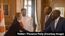 La ministre française des Armées, Florence Parly, à droite, lors d'un entretien avec le président Mahamadou Issoufou, deuxième à droite, à Niamey, Niger, 4 juin 2018. (Twitter/ Florence Parly)