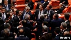 Parlamentda janjal. Anqara, 20-dekabr, 2013-yil.
