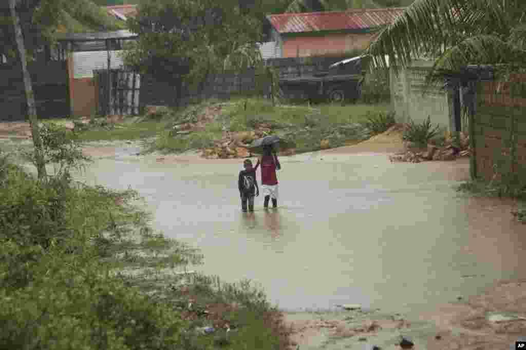 بارندگی و شرایط سخت مردم در موزامبیک ادامه دارد. تاکنون باران چند کشته برجای گذاشت.