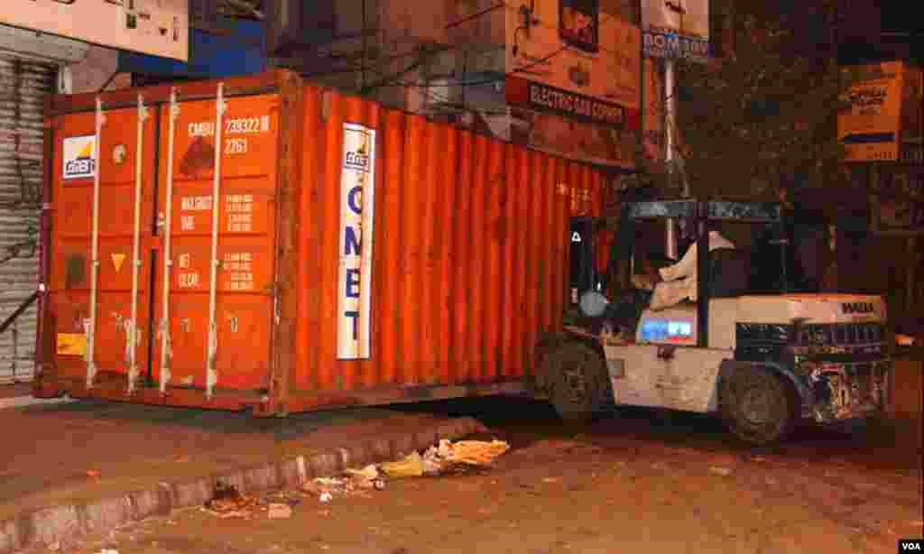 شہر کی ایم اے جناح روڈ سے نمائش چورنگی تک تین روز تک سکیورٹی کے پیش نظر ٹریفک کی روانی معطل رہے گی۔